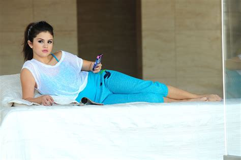 Selena Gomez Bed Set Singer Selena Gomez Of Out Loud Collection 2013