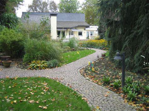Weg Garten Anlegen by Gartenweg Wege Im Garten Anlegen Planung Gestaltung Der Gartenwege