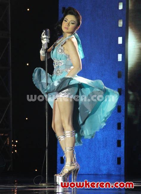 foto anugrah piala citra ffi 2011 foto 10 dari 23 foto vicky shu til seksi di panggung anugrah piala