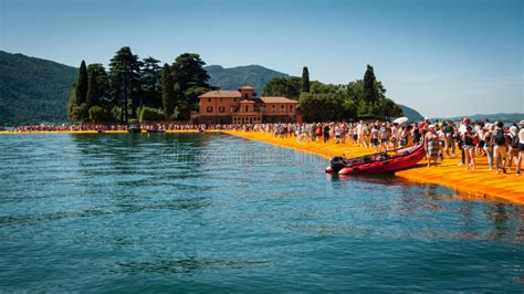 libreria san paolo on line floating piers to isola di san paolo editorial photography