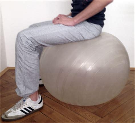 Sitzball Als Bürostuhl by Richtig Sitzen Bei Der Arbeit Steh Sitz Dynamik