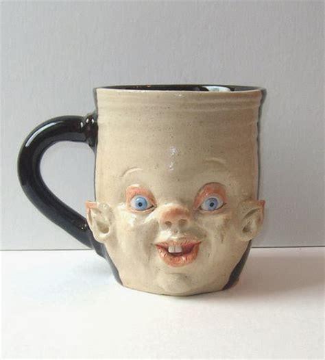 design mug lucu bentuk mug dengan muka hancur yang unik berita gambar
