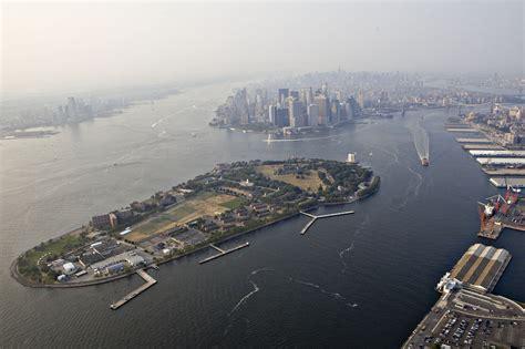 u boat new york harbor new york harbor the quot liberty island quot gets ready
