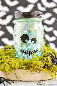 How To Spray Paint Vases - 16 diy mason jar crafts for halloween d 233 cor shelterness
