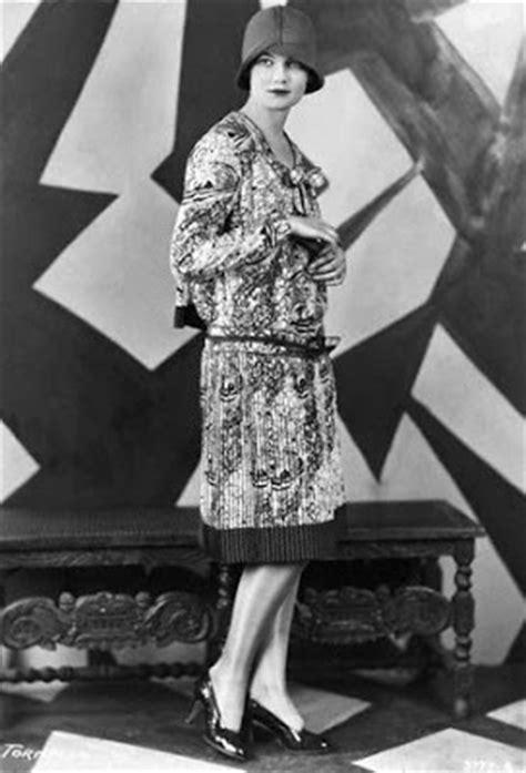 Vintage Vogue -1920's   Glamour Daze