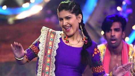 sapna choudhary zee tv haryanvi girl dancing to sapna choudhary s teri ankhya ka