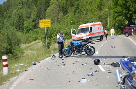 Motorrad Online Ummelden by Schwerer Unfall Bei M 252 Nsingen Zwei Motorradfahrer Lassen