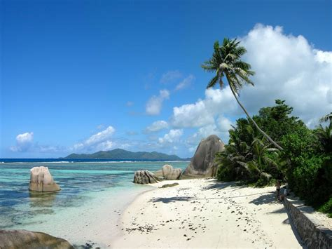 beautiful tropical la digue islands
