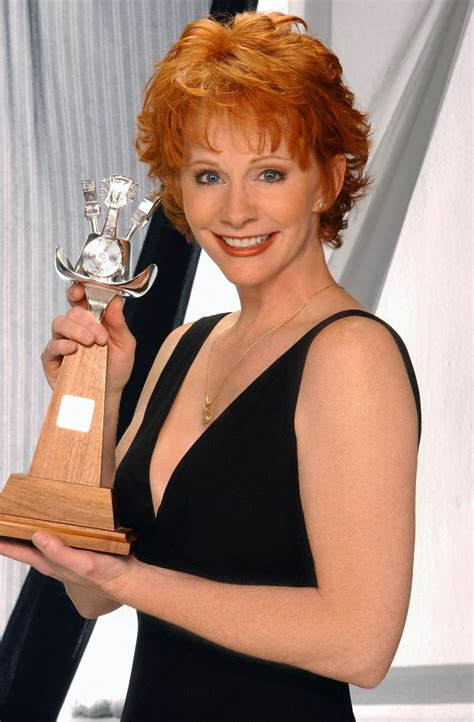 reba mcentire with short hair reba mcentire hairstyle short hairstyle 2013