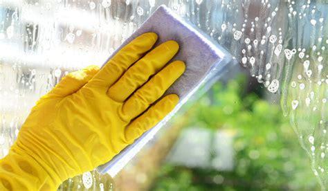 fensterbrett putzen richtig fenster putzen 187 so wird es wirklich sauber