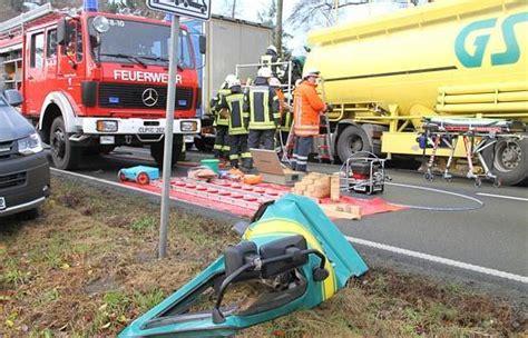 Motorradunfall Cloppenburg by Unfall Auf B213 Bei Kneheim 26 J 228 Hriger Lkw Fahrer Schwer