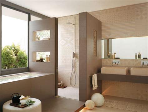 neutrale badezimmerideen badgestaltungsideen fliesen beige dekorative muster