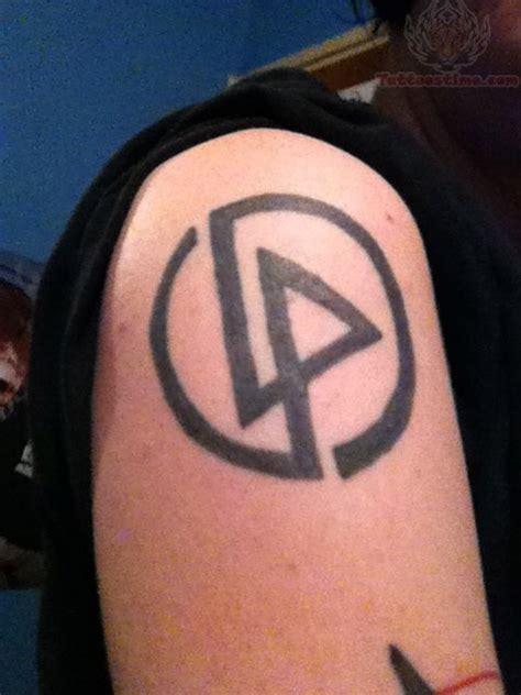 logo tattoo man linkin park logo tattoo on men right shoulder