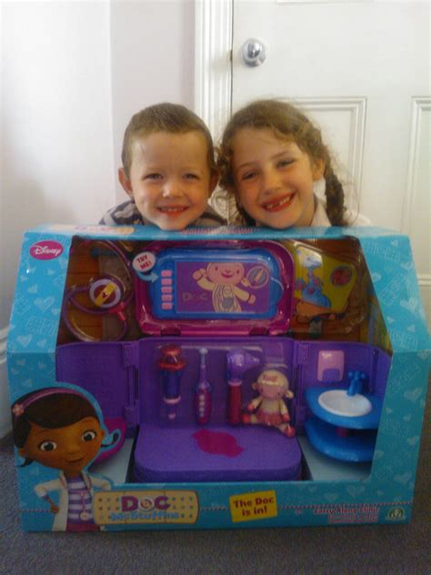 Doc Mcstuffins Fold Out by Doc Mcstuffins Carry Along Clinic Playset Review Mummy S
