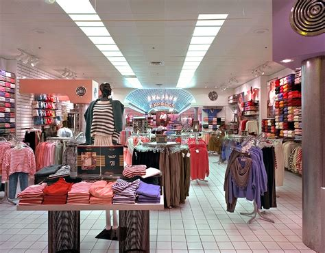 store layout design and visual merchandising case study shopping store in select city walk mall saket ispoz