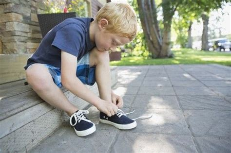 kid tying shoes my 7 year can t tie his shoes but that s what velcro