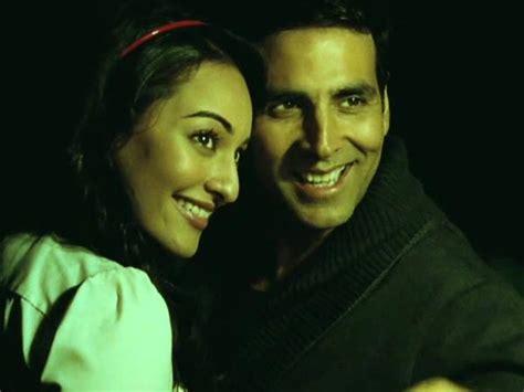 Akshay Kumar Songs We Hate To Love! - Filmibeat