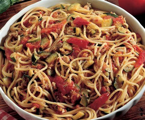 cucinare le vongole ricetta spaghetti alle vongole e verdure la cucina italiana