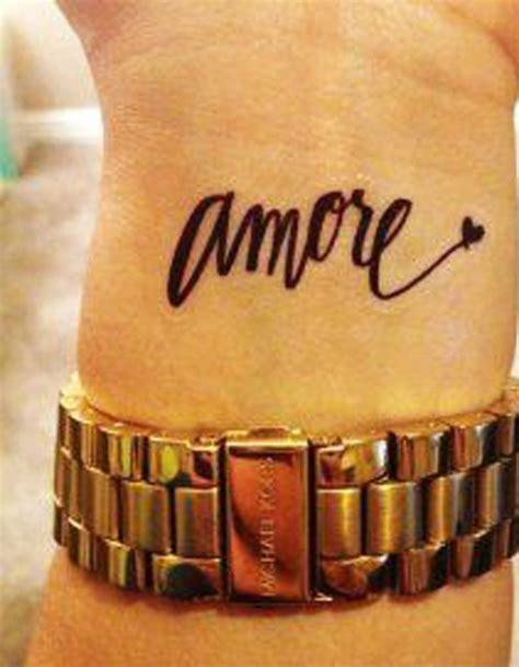 tatouage phrase dans le creux du poignet 30 jolis