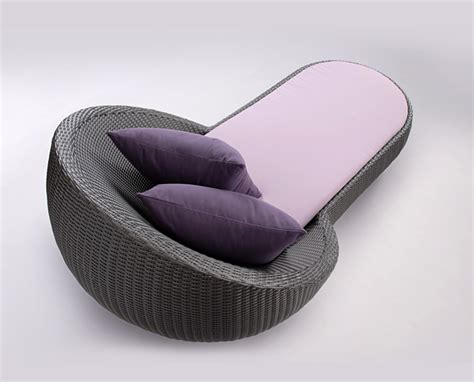 outoor circle chaise lebello
