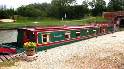 devizes canal boat hire foxhangers canal holidays in devizes wiltshire