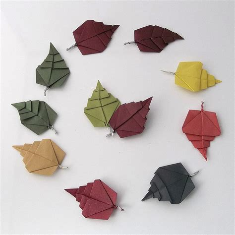 Leaves Origami - this week in origami autumn dinosaur edition