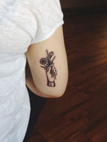 precisos y hermosos tatuajes detras del brazo catalogo