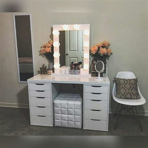 Diy Makeup Desk Best 25 Makeup Vanities Ideas On Pinterest Makeup Vanities Ideas Bedroom Makeup Vanity And