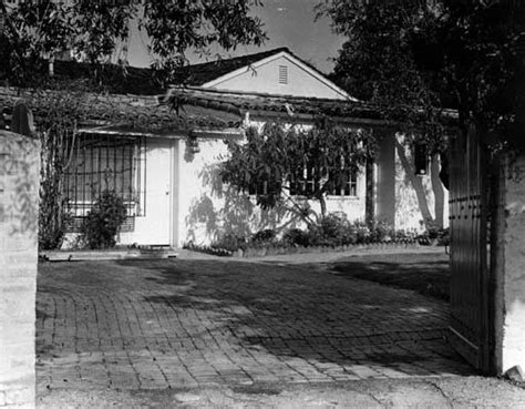 marilyn brentwood home front courtyard of marilyn s brentwood home 1962 marilyn s brentwood home