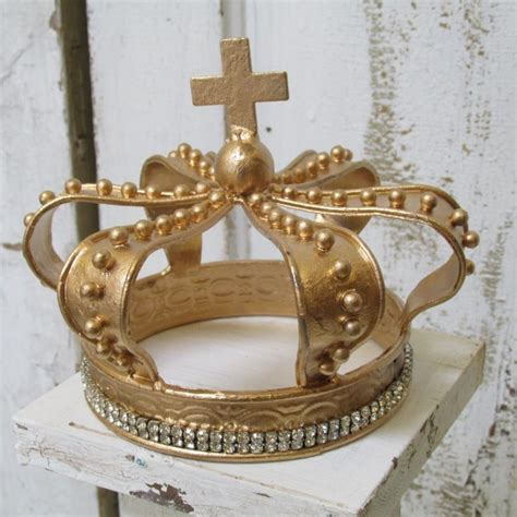 crown decor 116 best decorative crown centerpieces and blinged out