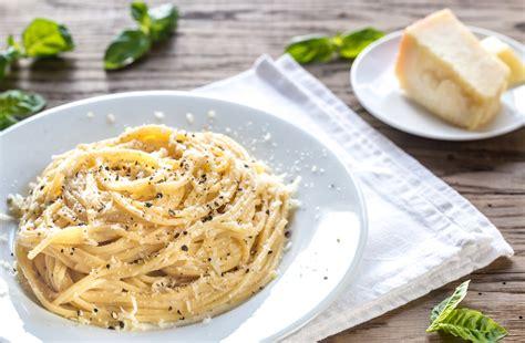 come cucinare cacio e pepe spaghetti cacio e pepe ricetta romana pasta cacio e pepe