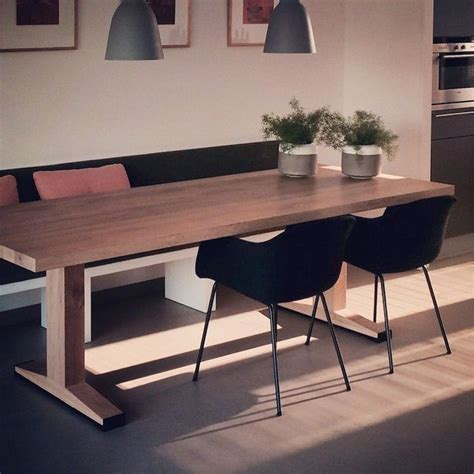 moderne eethoek met bank een tafel die gemakkelijk te combineren is met losse
