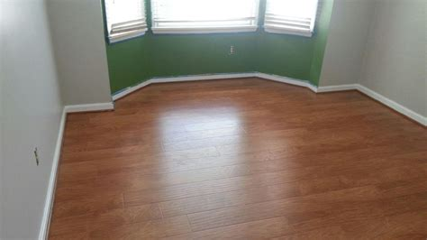 How To Run Laminate Flooring by How To Determine The Direction To Install Laminate Flooring