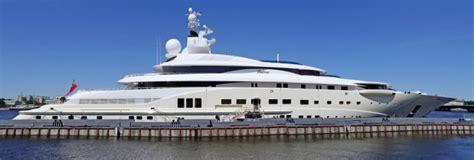 jacht van abramovich russian billionaire installs anti photo shield on giant