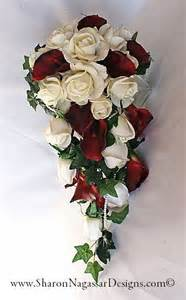 1131302 deepred burgundy white roses callalilies