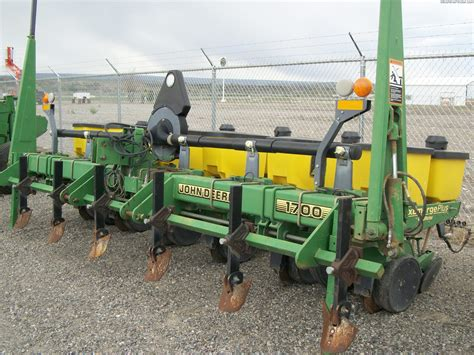 Deere 1700 Planter by Status