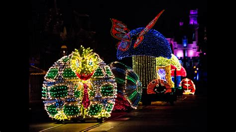 Disneyland Light Parade by 10 Packed Reasons To Visit Disneyland This Summer