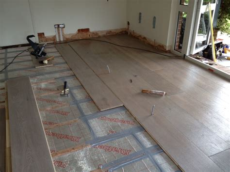 Insulating under the floor   a photo case study   YouGen