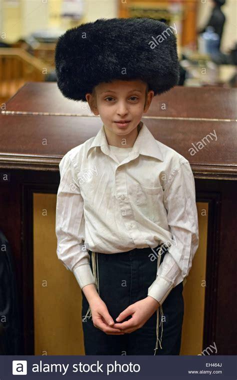 hasidic wedding scandals young jewish boy hasidic an young religious jewish boy in