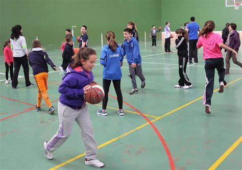 imagenes niños jugando basquetbol magnifico ambiente en las jornadas de baloncesto