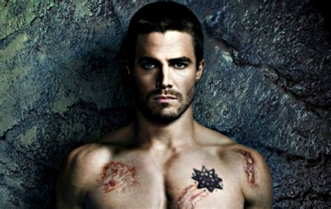 oliver queen tattoo dragon stephen amell as oliver queen tv series entertainment