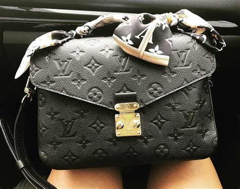 Tas Louis Vuitton Pochette Metis Wb louis vuitton pochette metis in noir with bandeau louis vuitton