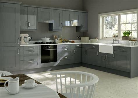 Merveilleux Idee Peinture Cuisine Meuble Blanc #1: id%C3%A9e-int%C3%A9ressante-cuisine-grise-peinture-murale-grise-meuble-cuisine-couleur-anthracite-plan-de-travail-blanc-modele-cuisine-style-rustique-chic-e1477297920184.jpg