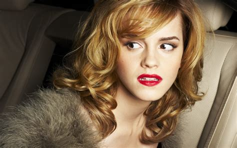 emma watson life emma watson mini biography and beautiful wallpaper