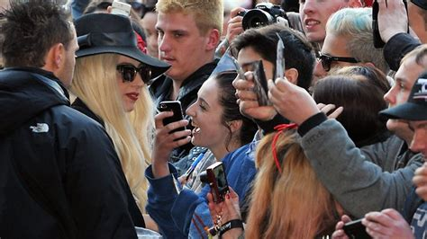 queen of hair extensions zacqulynn kinney lady gaga arrives in melbourne after four sydney shows and
