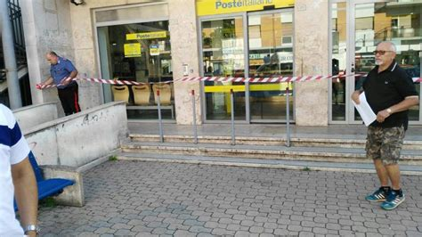 ufficio postale aprilia aprilia rapina a mano armata alla posta di piazza marconi