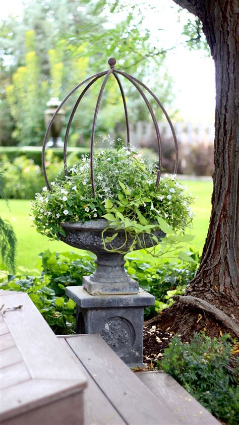 Garden Urns And Planters by 25 Best Ideas About Garden Urns On Urn