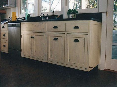 Distressed Kitchen Furniture How Do You Paint Distressed Cabinets Oropendolaperu Org