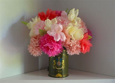 Tissue Paper Craft Flowers - remodelaholic decor ideas from