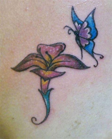 foto tatuaggi farfalle e fiori tatuaggi fiori e farfalle immagini e significato